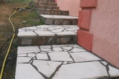 prirodni lomljeni kamen beli