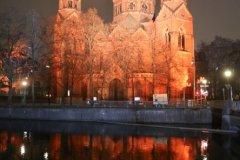 St. Lukas Kirche, Orange the World , Internationaler Tag gegen Gewalt an Frauen in München 2020