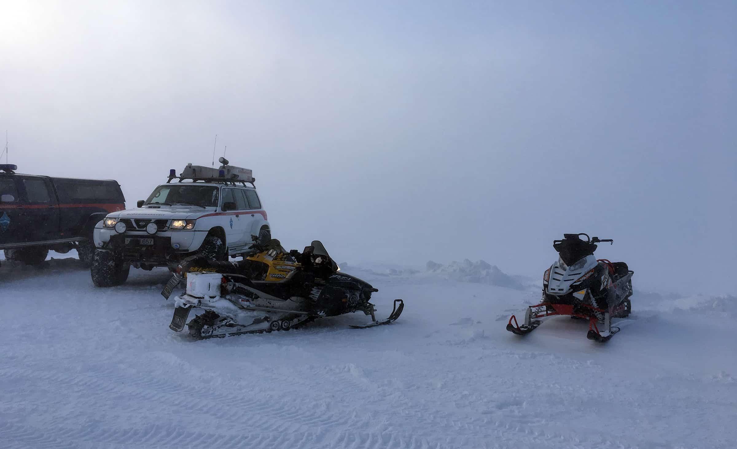 Sneeuwscooters staan ook klaar