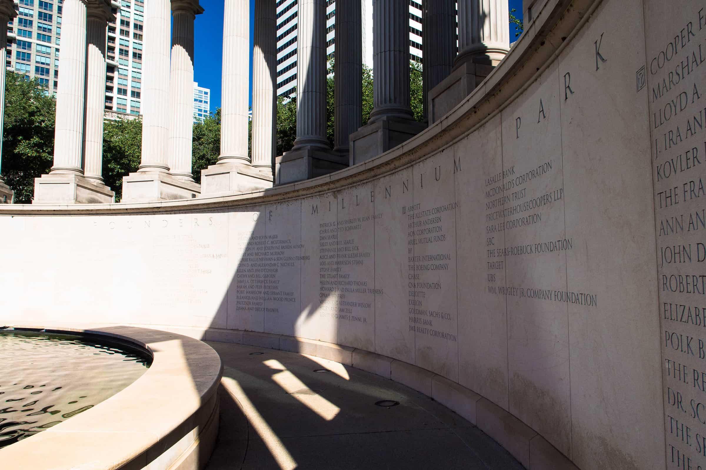 Het Millennium Monument in het Millennium Park in Chicago