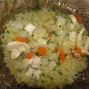 Zeleninová polievka s kuracími prsiami