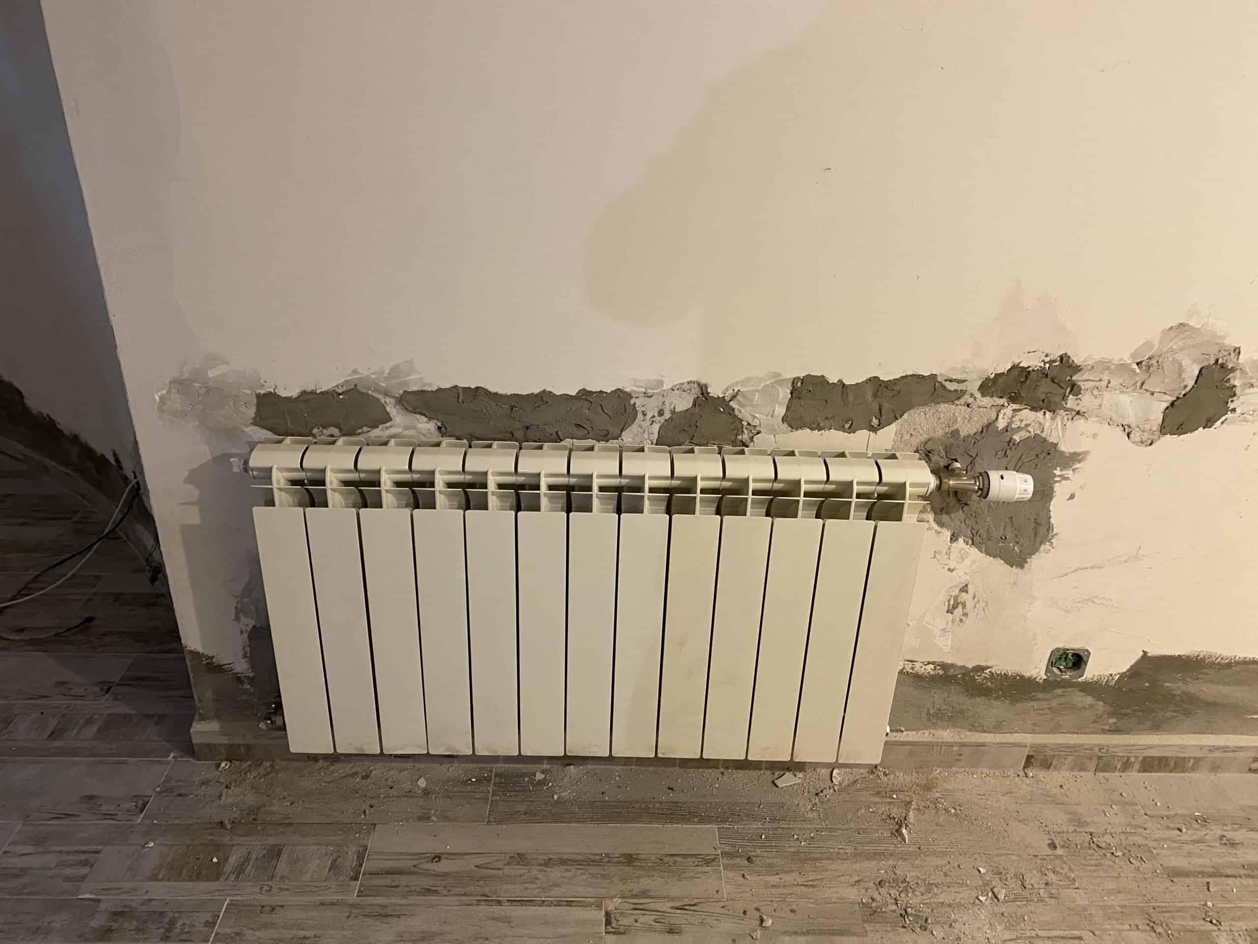 Монтаж на алуминиеви радиатори и лира