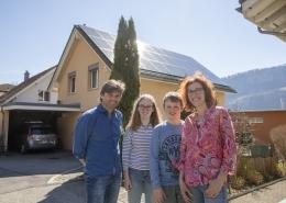 Die vierköpfige Familie Hässig wohnt in Walenstadt und nimmt am Pilotprojekt Quartierstrom teil