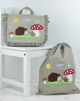Set, bestehend aus Kindergartentasche mit passendem Turnbeutel, Motiv Igel und Fliegenpilz in der Farbe Sand