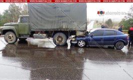 ՖՈՏՈ. Կոտայքի մարզում 54–ամյա վարորդը Opel-ով մխրճվել է բեռնատար ЗИЛ-ի մեջ. կան վիրավորներ