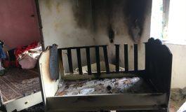 Այրվող օրորոցից փրկված երեխայի առողջական վիճակը ծանր է . լուսանկարներ դեպքի վայրից
