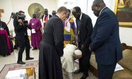 ՏԵՍԱՆՅՈՒԹ. Հռոմի պապը համբուրել է Հարավային Սուդանի առաջնորդների ոտքերը՝ կոչ անելով պահպանել խաղաղությունը