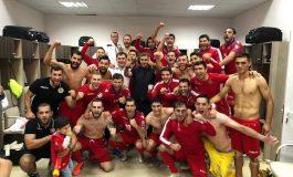Հայաստանի հավաքականի տղաները նշում են հաղթանակը Արթուր Վանեցյանի հետ