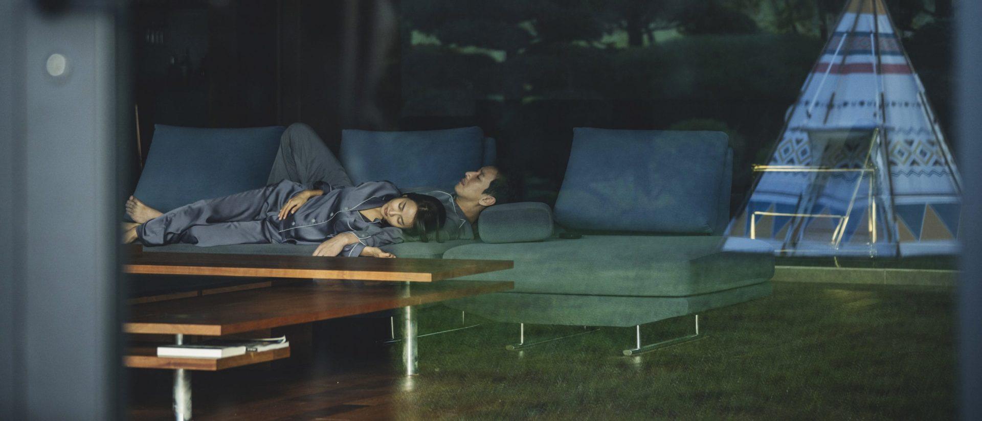 Le salon et la tente de Parasite de Bong Joon-ho