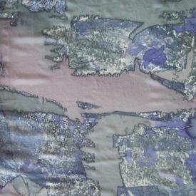 Siebdruck auf Seide mit gemaltem Hintergrund