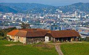 Der Vierkanthof von der Außenansicht in Österreich