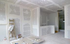Bei einem Ausbauhaus übernimmt der Bauherr den Innenausbau selbst