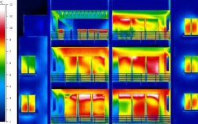 Wärmebild von Balkons an einem Wohnhaus
