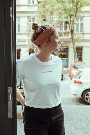 T-Shirt cropped La Force Féminine mini weiß schwarz detail