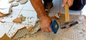 снятие старой плитки в ванной