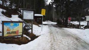 Mautstelle mit Hinweisschild vom Kasplatzl in Aschau Tirol