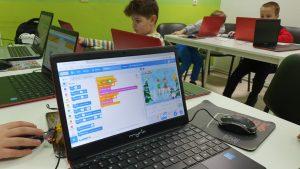 curs-programare-copii-cu-iotesa-kids-la-after-school-adventures-timisoara--felicitare-virtuala-de-craciun3