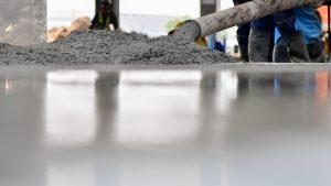 Tipp zum Bau zeigt Ihnen, wie eine Kellerwanne gegossen wird.