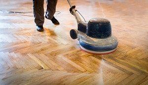 Tipp zum Bau - mit diesen Kosten müssen Sie rechnen, wenn Sie Ihren Holzboden schleifen.