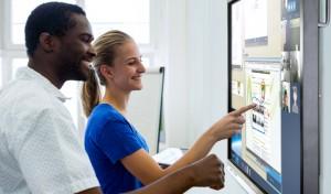 travail collaboratif sur un écran interactif