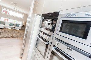 Welche Geräte und Gegenstände in Ihre offene Wohnküche gehören, erfahren Sie bei Tipp zum Bau.