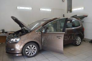 Бронирование стекол Volkswagen Touran фото 1