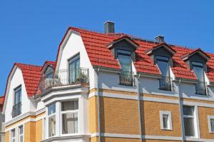 Mehrfamilienhaus mit Mansarddach