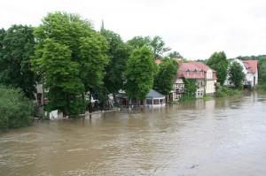 Das Hochwasser der Saale setzte in Halle viele Häuser unter Wasser / Foto: Wikipedia/Einsamer Schütze