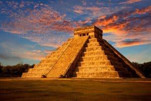 El Castillo (The Kukulcan Pyramid) at sunset. Chichen Itza, Mexico