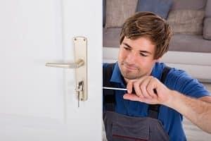 Tipp zum Bau zeigt Ihnen, worauf Sie bei Handwerkern, die für Sie renovieren, zu achten haben.