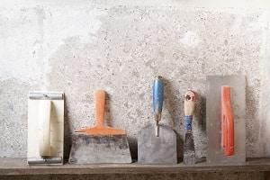 Welches Werkzeug Sie zur Verarbeitung von Grobputz benötigen, erklärt Ihnen Tipp zum Bau.