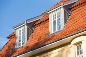 Nachträglich eingebaute Schleppgauben auf dem Dach