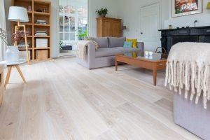 Geschaafde witte houten vloer