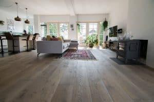 Kasteelvloer van eikenhout in woonkamer