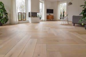 Visgraat vloer groot formaat Friesland