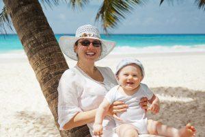 Mutter und Kind im Urlaub