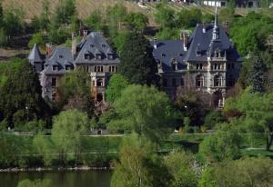 Schloss Lieser und die Mosel / Foto: Wikipedia / Killaars / CC-BY-SA 3.0