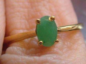 anillo con piedra esmeralda
