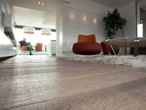 Bezaagde houten vloer