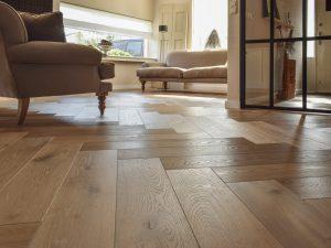 Visgraat vloer in Friesland