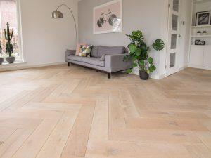 Visgraat vloer in woonkamer