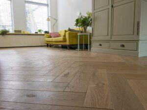 Visgraat vloer in Groningen