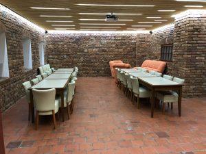 velká společenská místnost penzionu skála