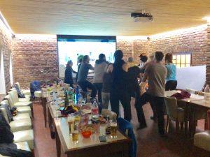teambuilding ve společenské místnosti