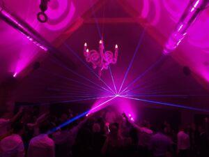 Foto van een lasershow met 1 laser