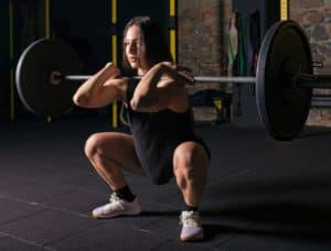 Sentadilla frontal: excelente ejercicio para cuádriceps.