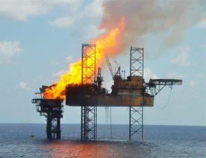 Brennende Öl-Platform als Symbol für Change Management