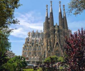 visit sagrada familia barcelona