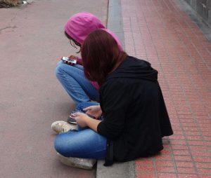 Mädchen mit Handys