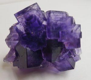 usos de la piedra fluorita purpura en bruto